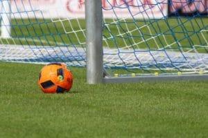 Exercice physique football avec ballon